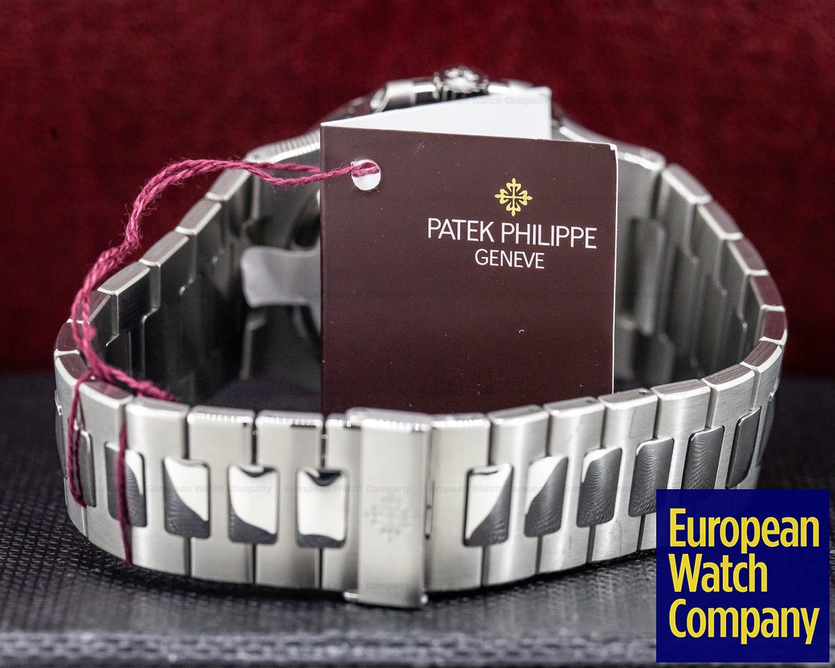 Patek Philippe 5711/1A-011 Jumbo Nautilus White Dial SS