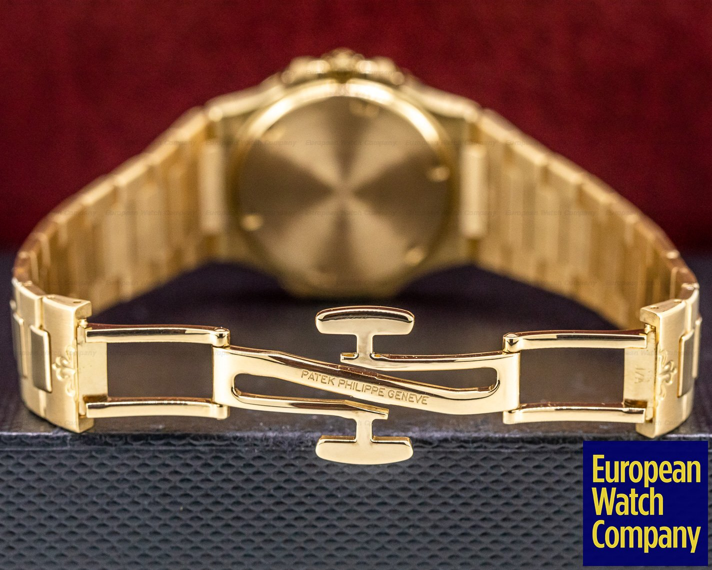 Patek Philippe 7011/1R Nautilus 18K Rose Gold Ladies Watch Quartz