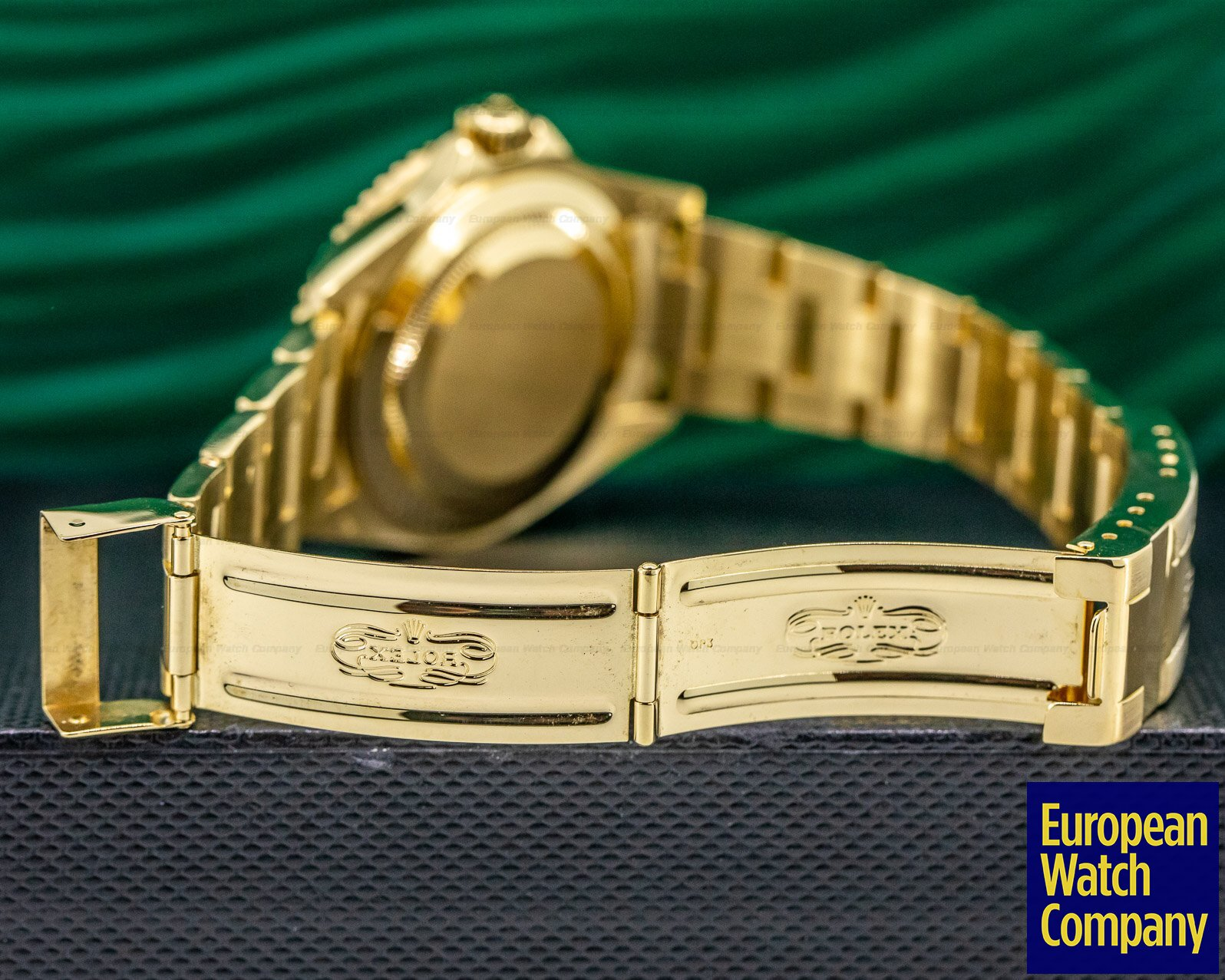 Rolex 16618 Rolex Submariner Black Dial 18K Yellow Gold MINT FULL SET