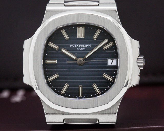 Patek Philippe 5800/1A-001 Nautilus Mid Size / Display Back RARE