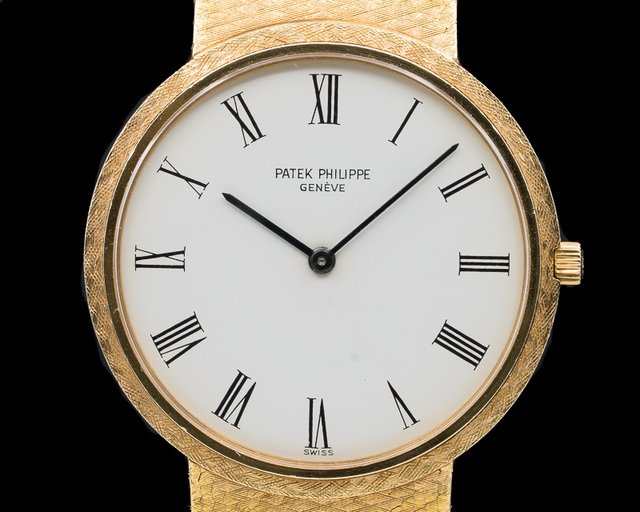 Patek Philippe 3520/12 Calatrava 18K Yellow Gold Manual Wind White Roman Dial