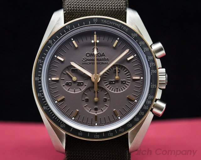Omega 311.62.42.30.06.001  Apollo 11 Speedmaster Moonwatch Titanium / 18K Rose Gold
