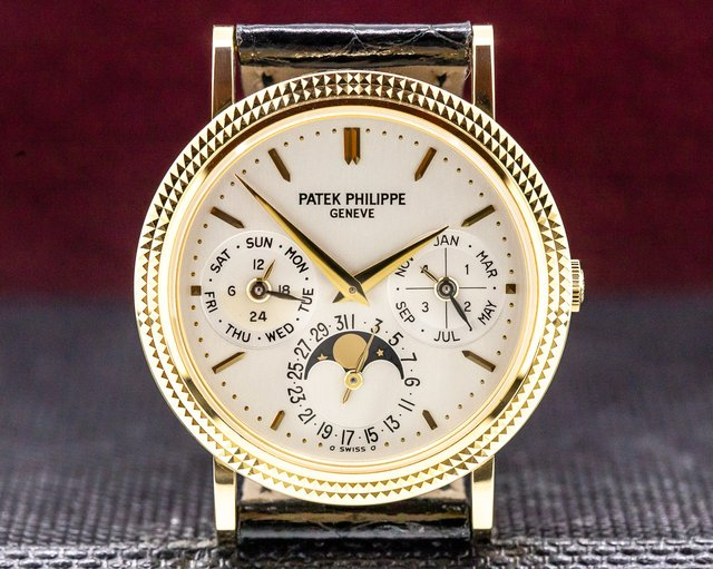 Patek Philippe 5039J-001 Perpetual Calendar 18K Yellow Gold FULL SET WORN TWICE
