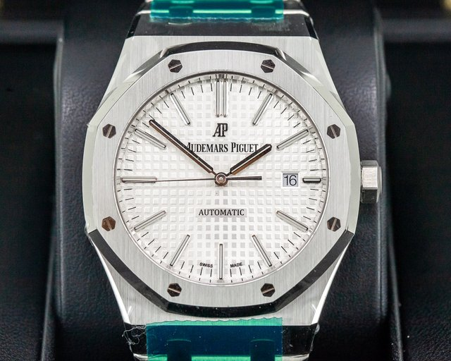 Audemars Piguet 15400ST.OO.1220ST.02 Royal Oak White Dial SS / SS DISCONTINUED UNWORN