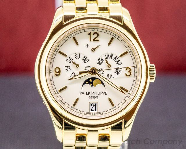 Patek Philippe 5146/1J-001 Annual Calendar 5146/1J Cream Dial 18K Yellow Gold / Bracelet