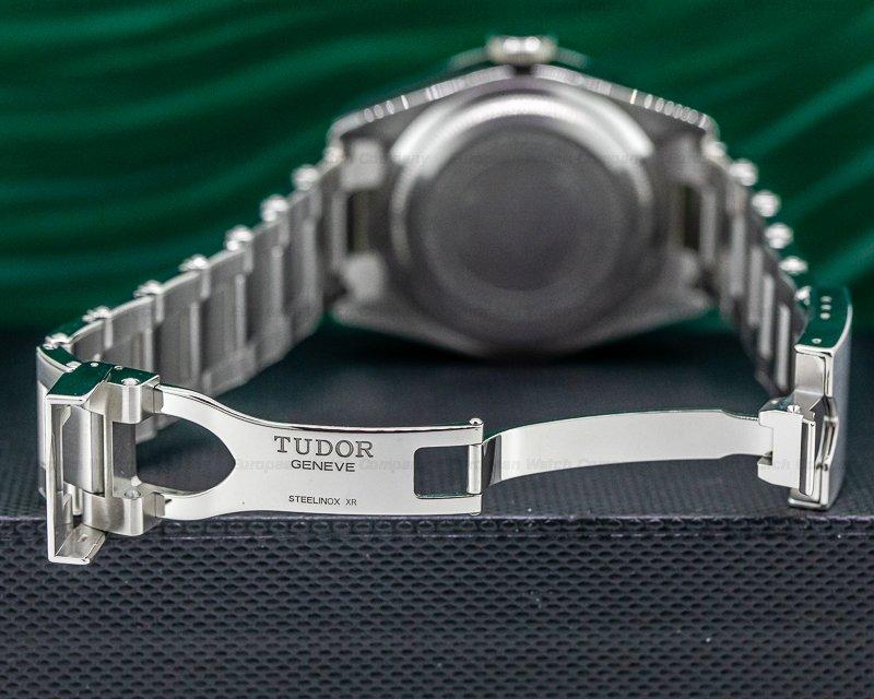 Tudor 79230G Tudor Heritage 79230G Black Bay Harrods Green SS / SS