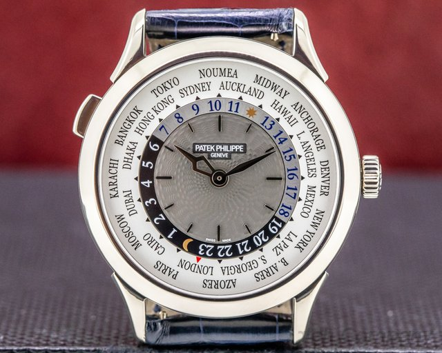 Patek Philippe 5230G-001 5230G World Time White Gold / Deployment