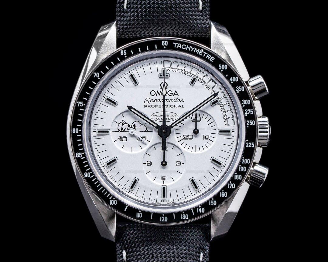 Omega Speedmaster Professional Apollo XIII Silver Snoopy Award Ref. 311.32.42.30.04.003