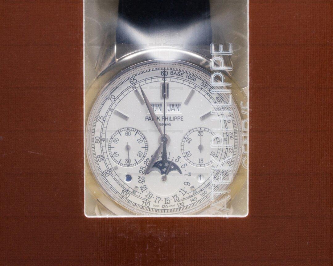 Patek Philippe Perpetual Calendar Chronograph 5270G White Dial DOUBLE SEALED Ref. 5270G-018